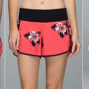 Lululemon Tracker shorts Atomic Flower 6